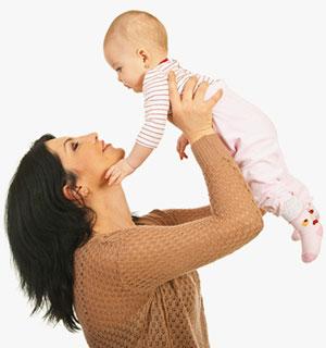 7 aylık bebeğinizin diyetine ekleyebileceğiniz katı gıda seçenekleri