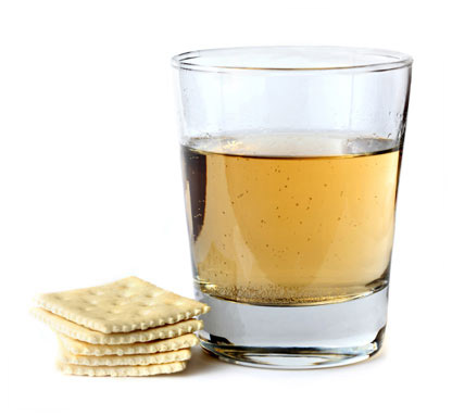 Crackers and a glass of ginger ale