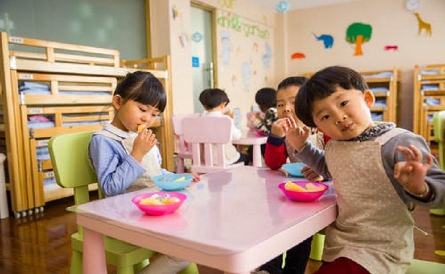 Child_eating.jpeg