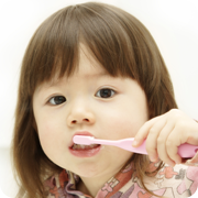 development-preschool-babyteeth-1-brushingup.png