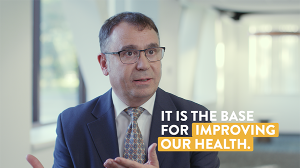 "A frame of Ricardo Rueda discussing nutrition with the caption ""it is the base for improving our health."""