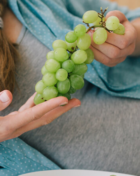 banner-pregnant-woman-holding-green-grapes - Copy