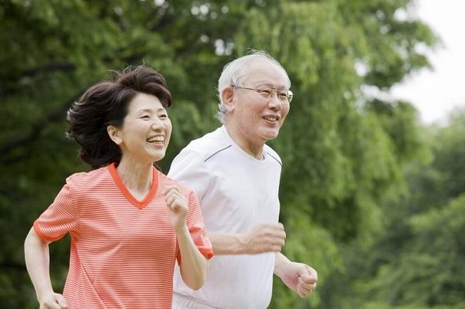 Vận động nhẹ nhàng, phù hợp sẽ giúp người cao tuổi thêm khỏe mạnh