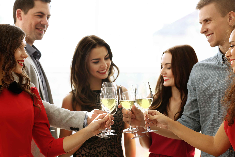 Uống rượu chậm từ từ tốt hơn uống nhanh, nhiều