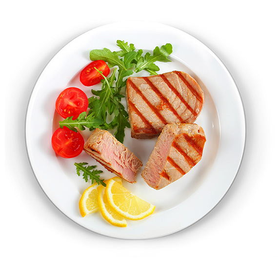 Lemon-grilled tuna steak with cherry tomatoes and arugula