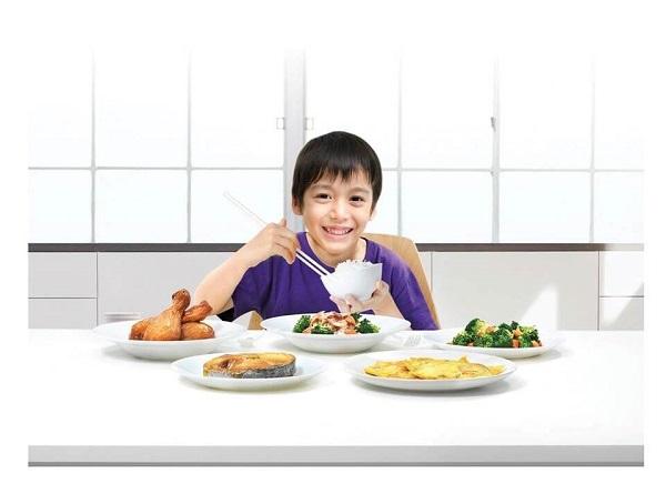 Hãy để trẻ tự quyết định lượng ăn để trẻ luôn thoải mái