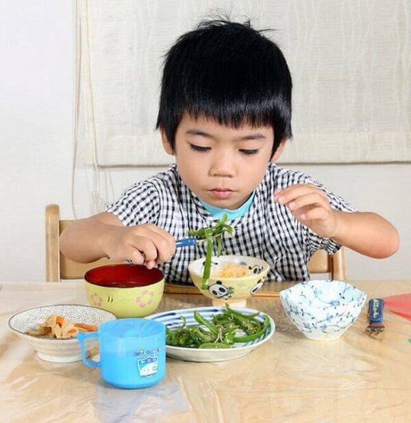 Ăn nhiều rau xanh sẽ giúp trẻ cải thiện tình trạng biếng ăn, suy dinh dưỡng